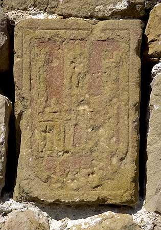 Emblema heráldico del Reino de Castilla, en el muro interior de la Torre del Cuadrón de Auñón