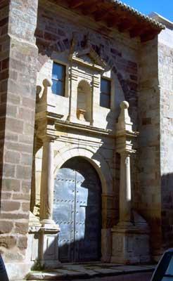 Portada de la iglesia de San Gil de Molina