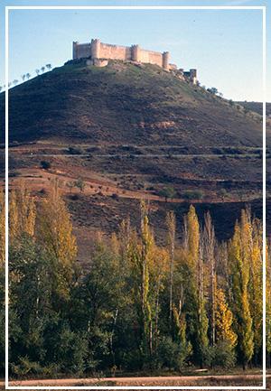 Jadraque_y_su_castillo_desde_el_Henares