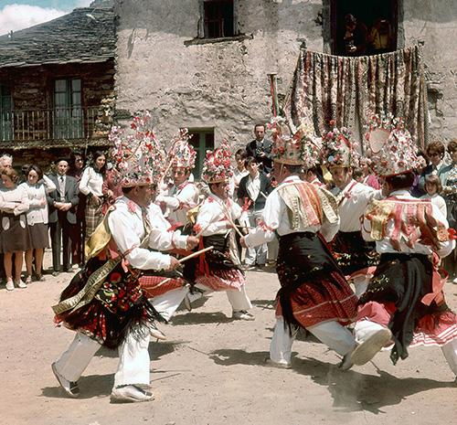 Danzas de la Octava del Corpus en Valverde de los Arroyos
