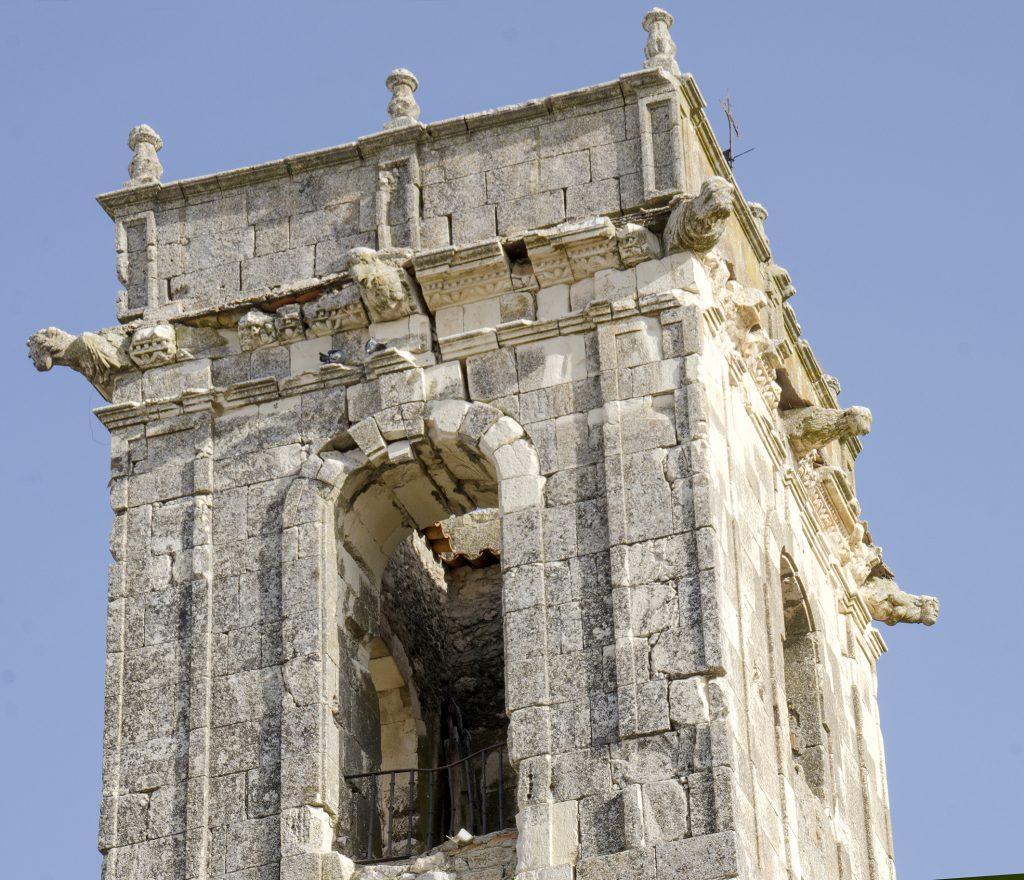 Otra lectura de patrimonio: en este caso la colección de gárgolas que adornan lo más alto de la torre de Mirabueno, y que constituyen un enigmático programa iconográfico de fondo humanista.